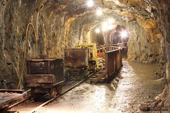 一吨金矿石可以提炼多少黄金-「金矿石原石怎么提炼」