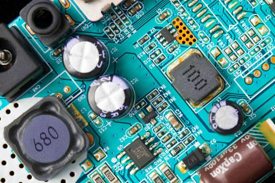 提炼一吨电路板的利润-「电子垃圾回收站」
