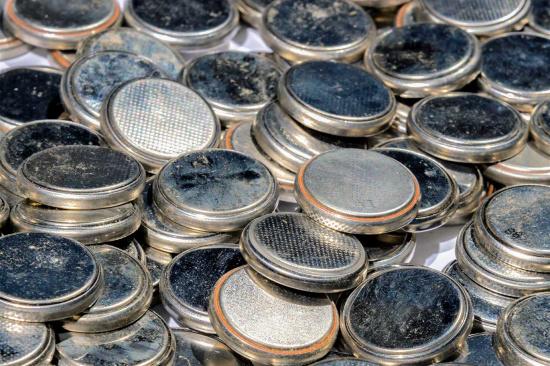 手机废电池多少钱一斤-「废电池回收价格」