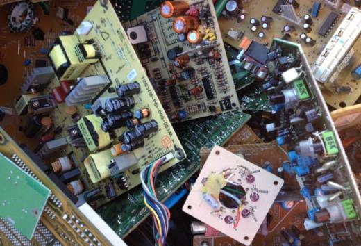 电路板回收多少钱一斤了-「提炼一吨电路板利润」
